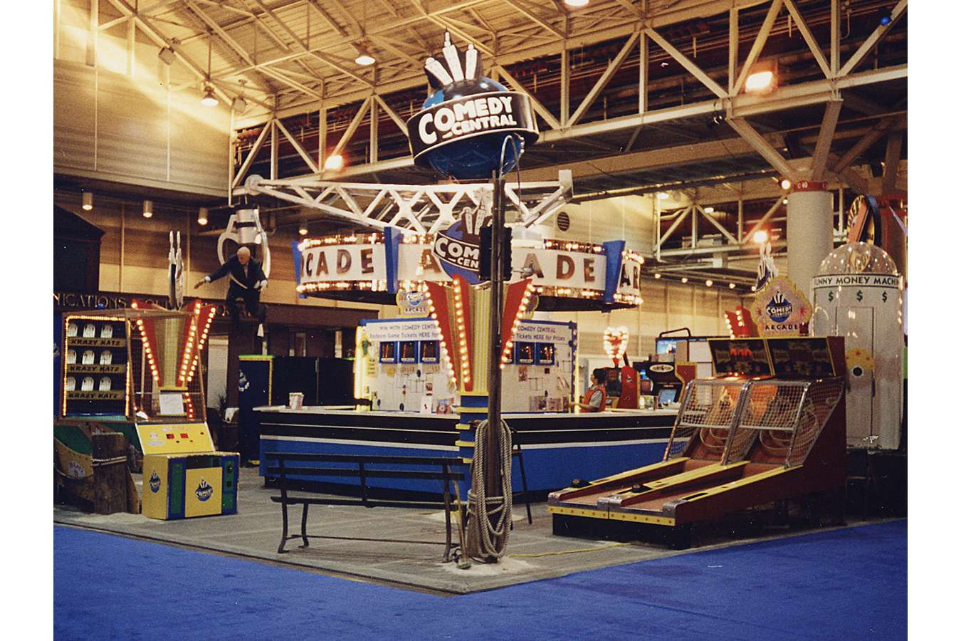 CC WSQ1 : Skee-Ball, Money-Grab, Basket-ball and Pin-ball machines scattered around booth
