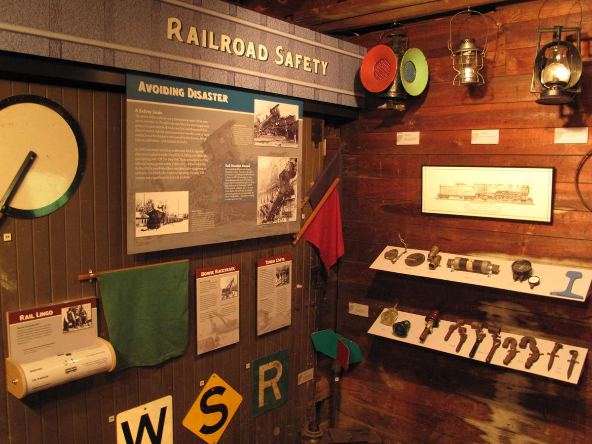 BOWTS 4 : Artifacts, lantern collection and railroad memorabilia from Bowie, MD