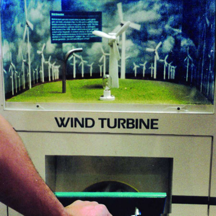 LMK M 3wind : Wind Energy – Bellows pump activates wind turbine, generating electrify to light the bulb